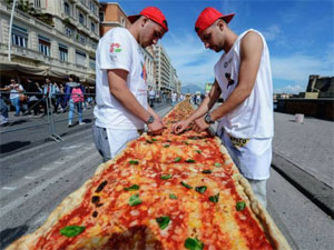 The World Largest  Pizza Prepare In Italy
