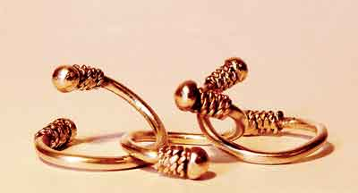 New Indian Fashion Wearing Foot Rings Now Becoming Popular In Pakistan