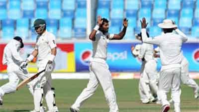 Dubai Test Pakistan Ki Bartri 42 Runz