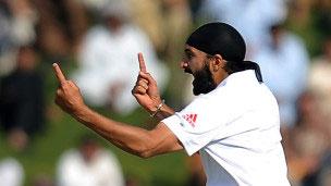 England Ne Bharat Ko 10 Wikto Se Hara Dya Mumbay Test