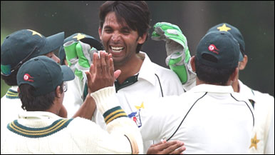Asif And Sami Demolished Aussies Batting Order Australia All Out For Just 127 On First Day Of 2nd Test Match In Sydney